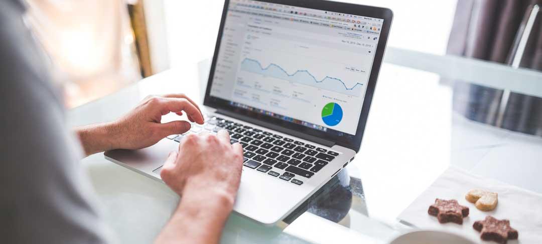 Verkkokauppa sisällönhallintajärjestelmä CMS, verkkokauppa-alusta, analytiikka